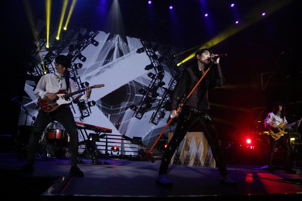 蕭敬騰領軍的獅子合唱團22日在北京開唱。圖/華納音樂提供