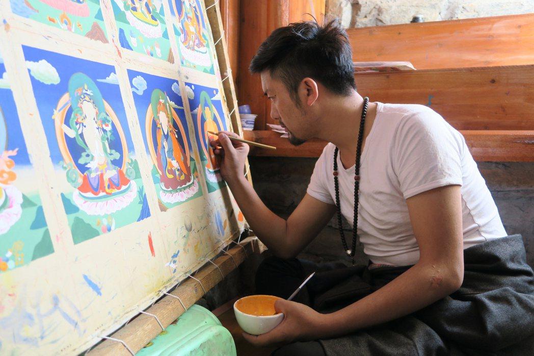 唐卡意指捲軸畫,以宗教題材居多,有「西藏的百科全書」之稱。 中央社