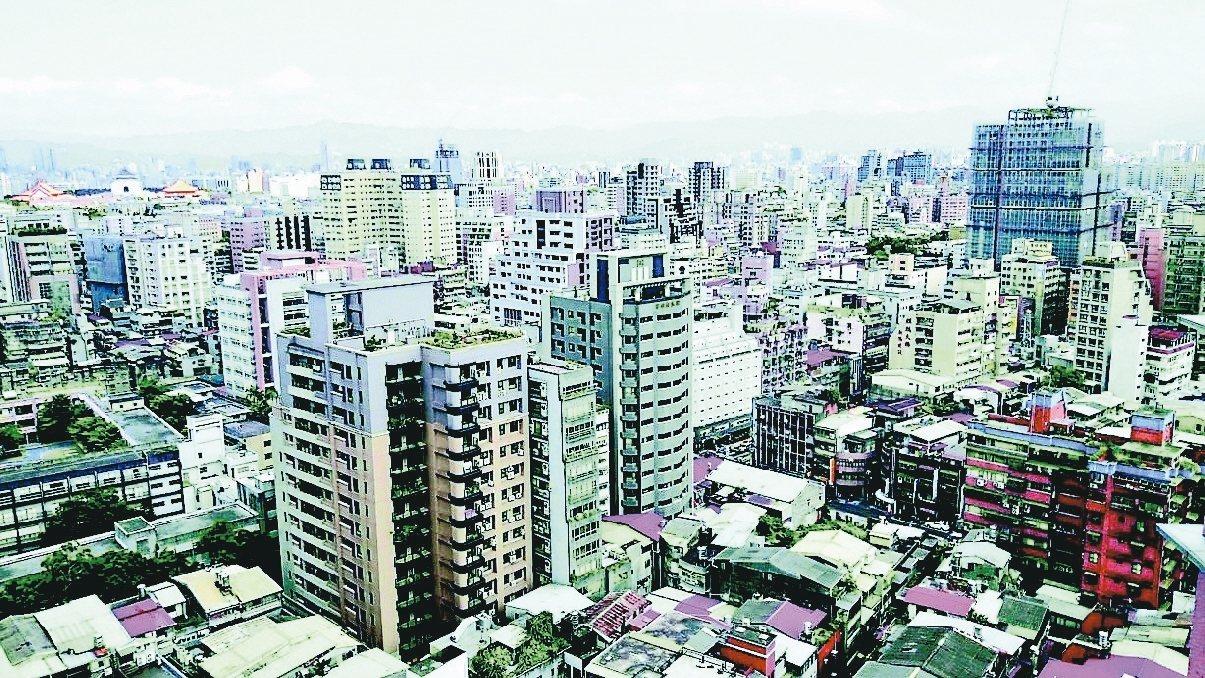 台北房價回到2013年水準,大安、信義每坪均價更跌破2013年。 報系資料照