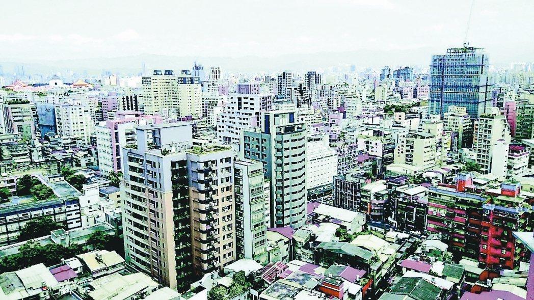 台北房價回到2013年水準,大安、信義每坪均價更跌破2013年。 (本報系資料庫...