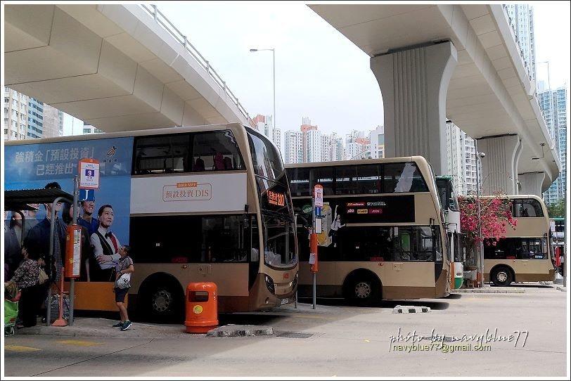 ↑筲箕灣巴士總站位於高架路底下,搭往石澳的9號新巴雙層巴士。
