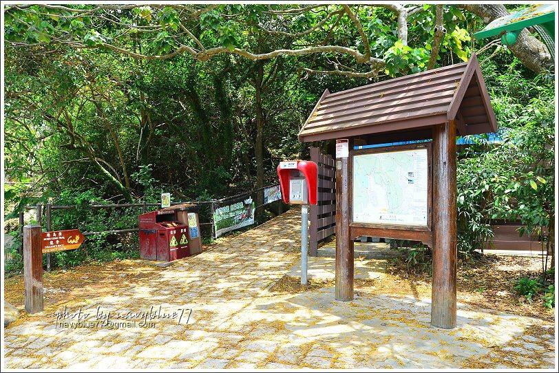 ↑龍脊步道入口有廁所、垃圾桶、急救電話、導覽地圖,前三項要走完龍脊步道出大浪灣村...