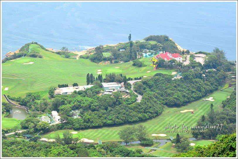 ↑在龍脊稜線上,還可以下瞰整個石澳鄉村俱樂部高爾夫球場。
