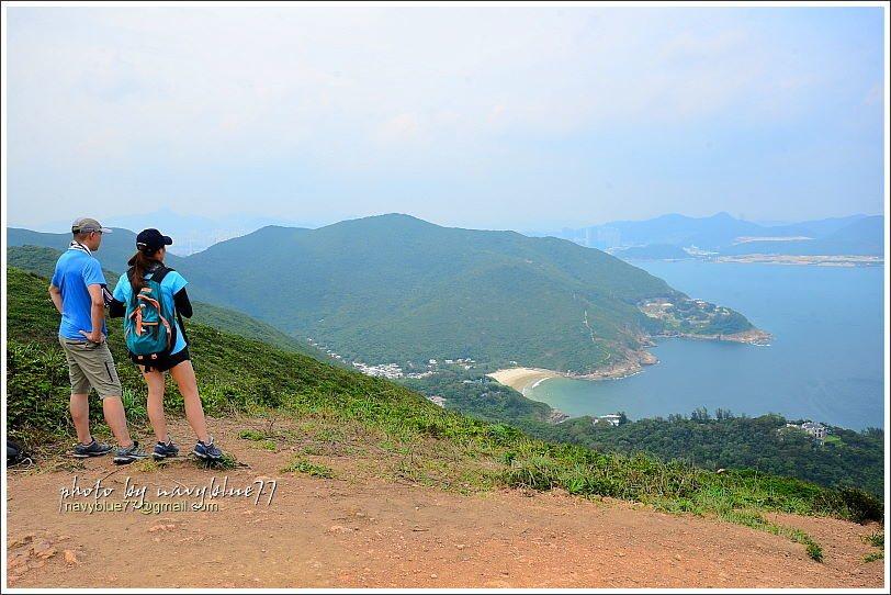 ↑由打爛埕頂山稍向北俯瞰,則可以看到步道終點的大浪灣村。