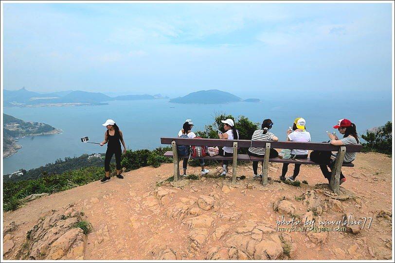 ↑布魯覺得龍脊觀景台上的這排椅子價值百萬。