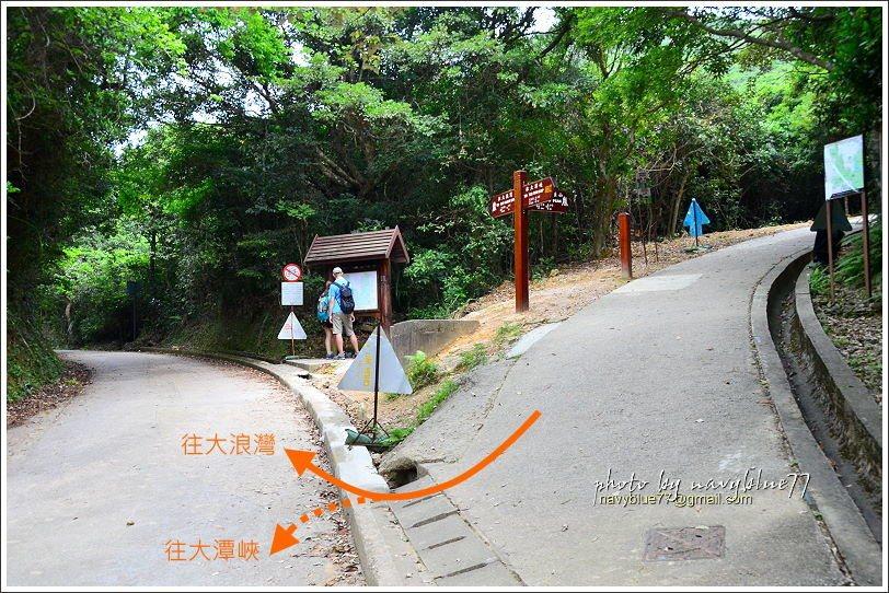 ↑龍脊步道至此才有廁所和導覽牌。
