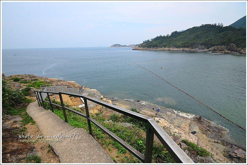 ↑在大浪灣的東端有一處石刻古蹟也值得參觀,過東瞭望台後續行,下此階梯就可以看見。