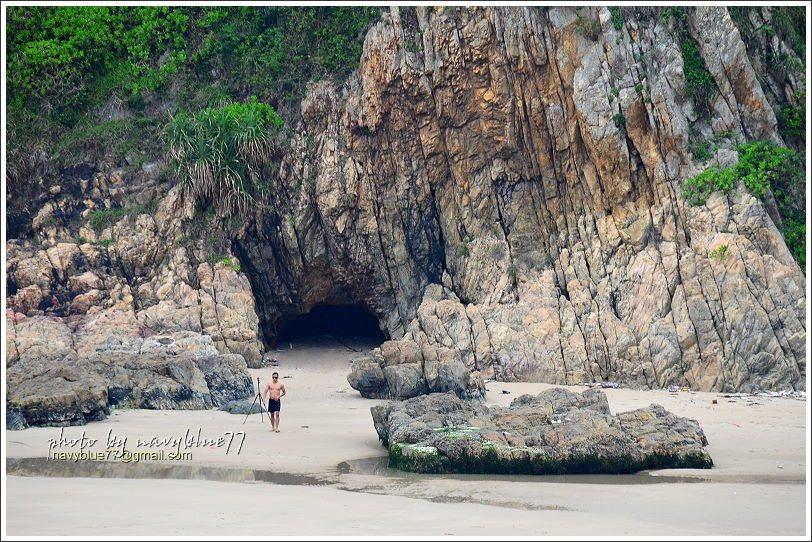 ↑大浪灣泳灘西側有一個幽靜的海蝕穴。