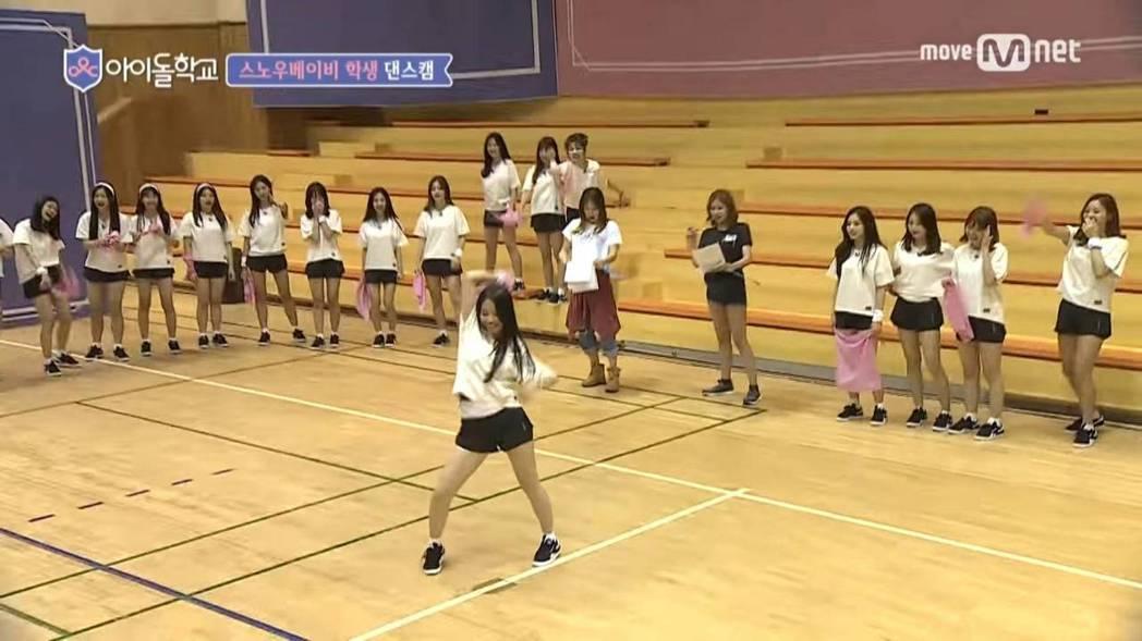 蔡瑞雪展現舞技。圖/摘自YouTube