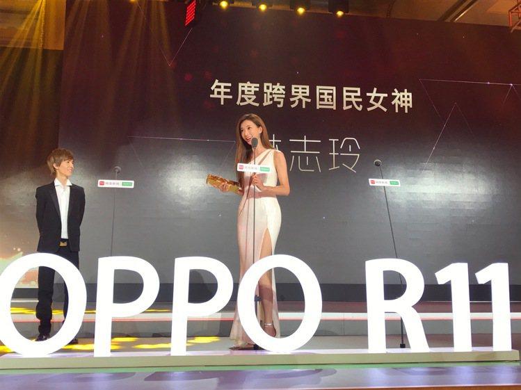 林志玲穿著Atelier Versace高級訂製禮服參加網易娛樂跨界盛典。圖/V...