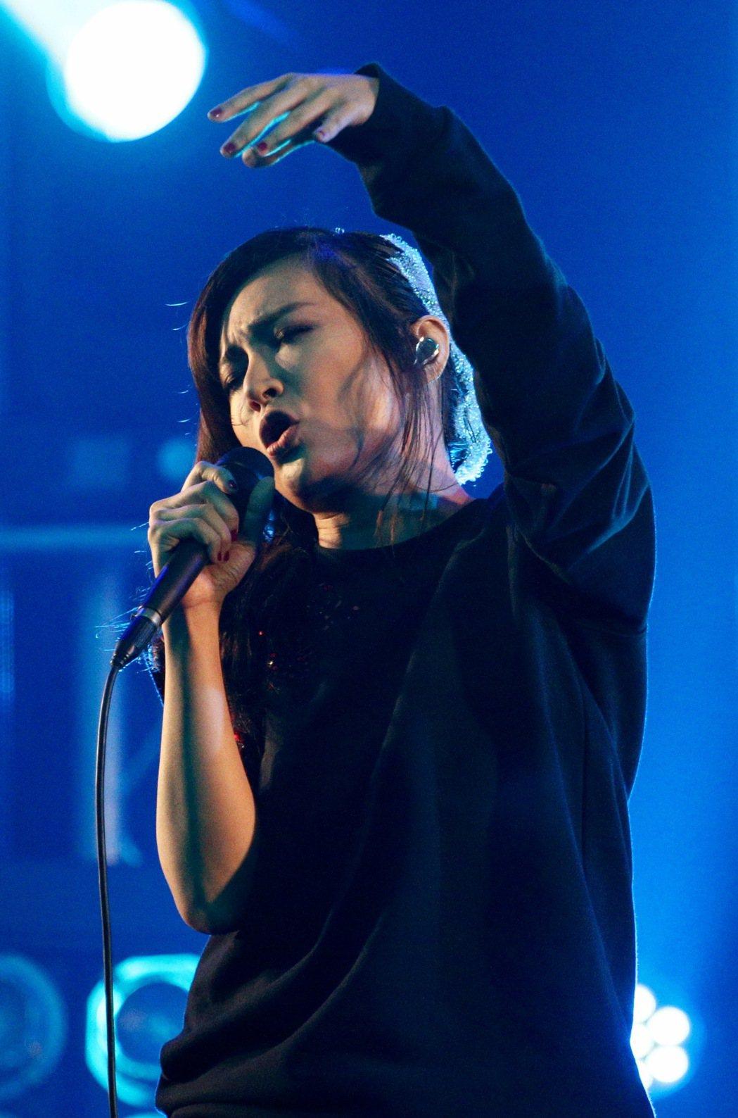 Faye飛在台北Legacy舉行《小太空》新專輯巡演。記者林伯東/攝影