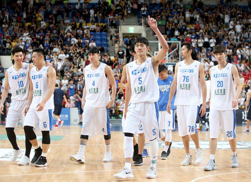 中華隊不能沉浸在瓊斯盃抗日克韓的喜悅,國內SBL聯賽市場越打越小,整體籃球實力很...