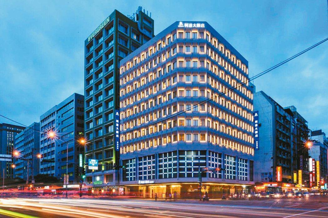 柯達大飯店台北長安旗艦館打造LED燈光外牆。 柯達大飯店台北長安旗艦館/提供