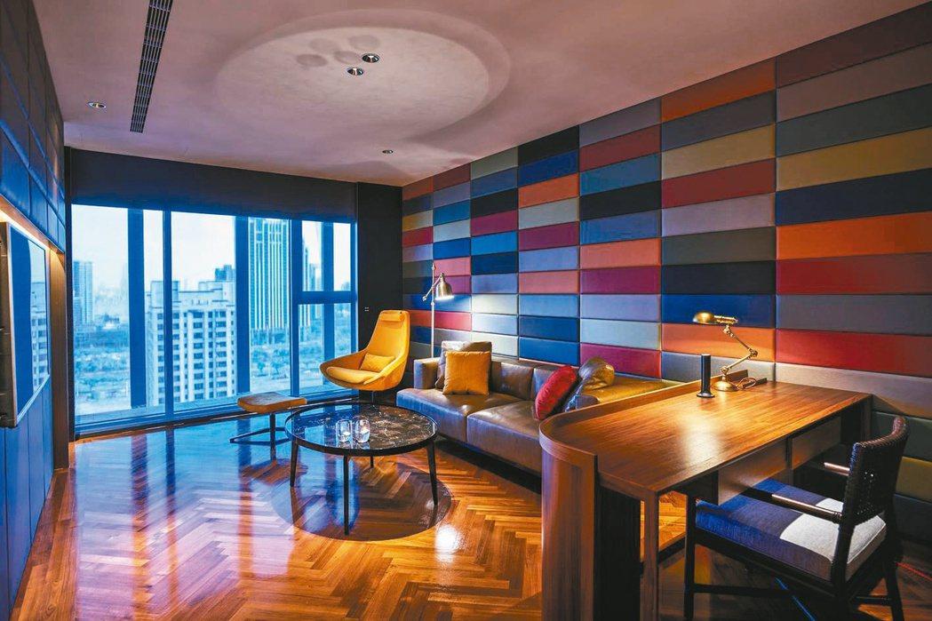 H2O水京棧國際酒店運用頂級豪華的建材、營造時尚的氛圍,圖為尊爵家庭房。 H2O...