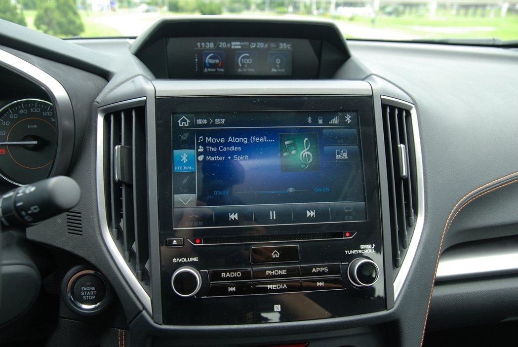 Subaru XV 搭載的影音娛樂系統可支援 Apple Carplay 與 A...