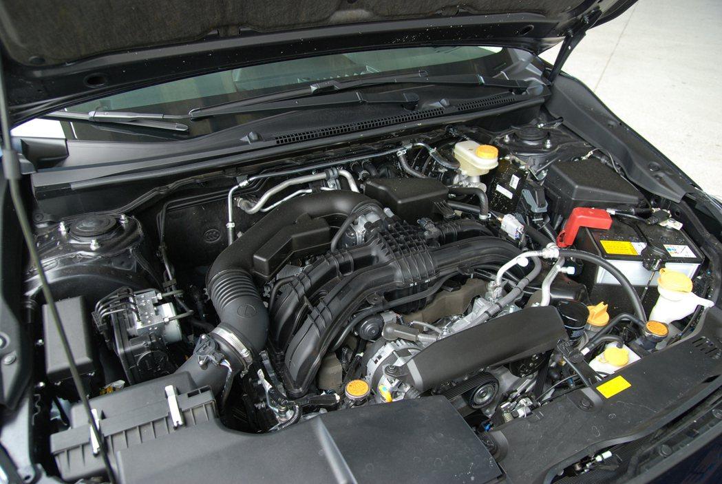 動力方面採用 2.0 升缸內直噴水平對臥四缸自然進氣引擎,搭配 CVT 無段變速...