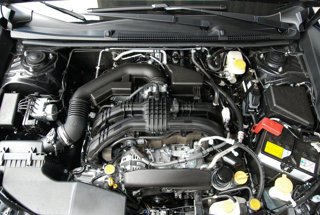 經原廠重新調教的這具 2.0 升缸內直噴水平對臥引擎,壓縮比為 12.5:1。 ...
