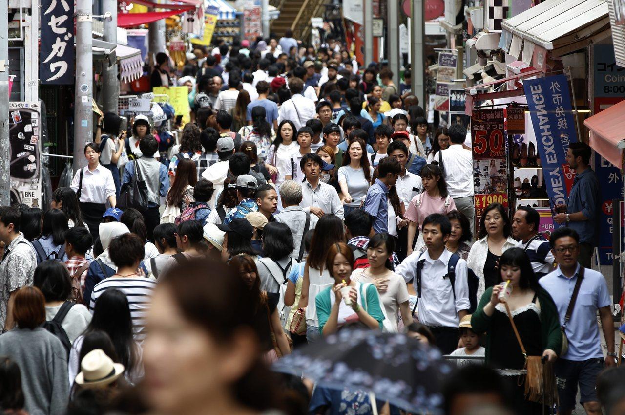 人口數有1億2千多萬人的日本,雖然仍列為世界人口數第十一大國,逐年遞減的出生率與...