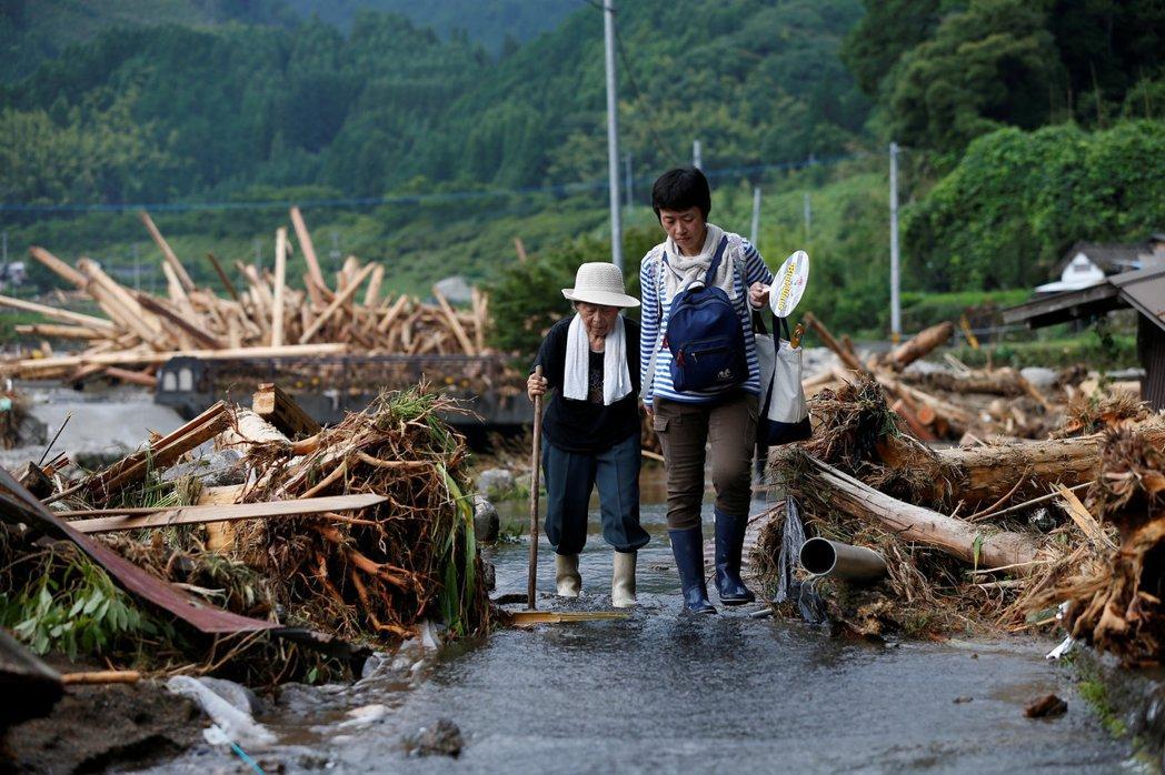 少子化與高齡化的雙重夾擊下,日本社會面臨的不只是鄉村廢村的困境,還有更多人口失衡...