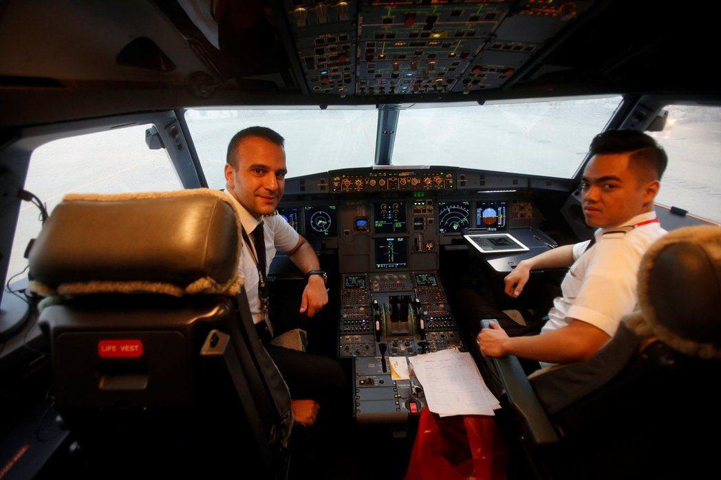 航空公司有一套「別配對」系統,讓機師們盡量避開不合的同事。 路透