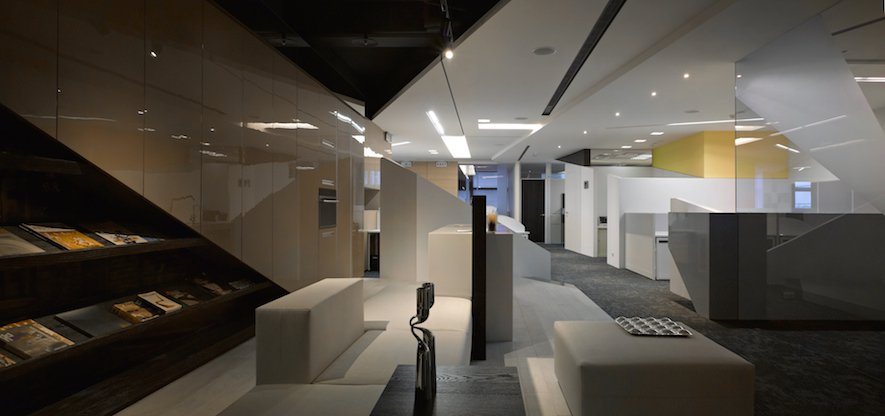 (圖)《恆橋國際辦公室》光影斜切,勾勒科技與專業的理性思維