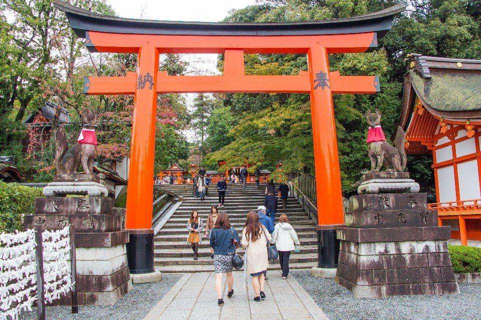 來到日本跨年,可以入境隨俗去神社參拜(圖片來源:123RF)