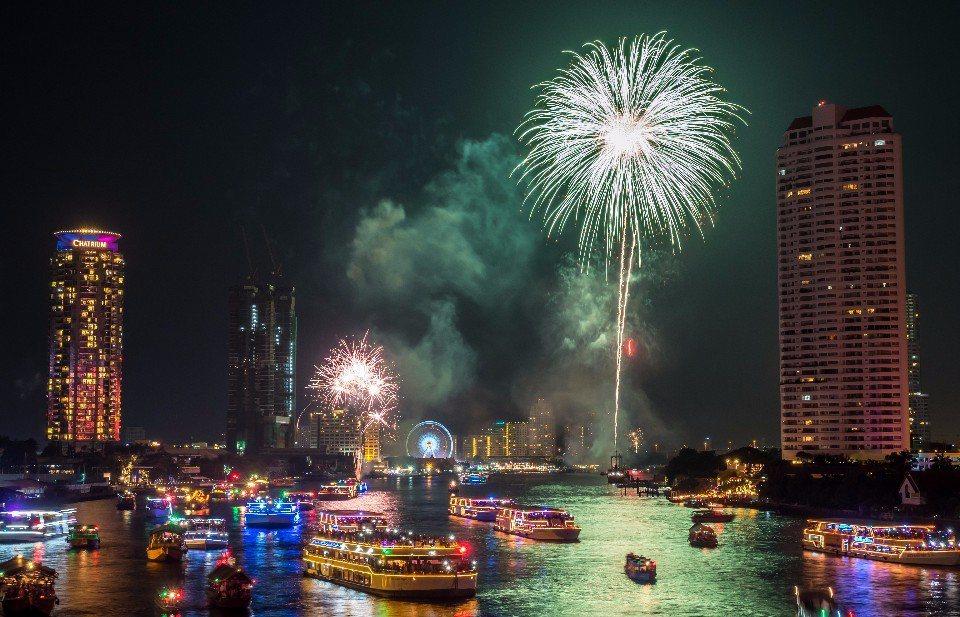 曼谷的跨年倒數煙火(圖片來源:123RF)