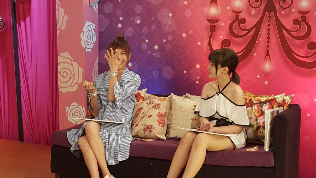 鄭仲茵(左)談到自身遭遇,忍不住悲從中來,右為陳子玄。記者林怡秀/攝影