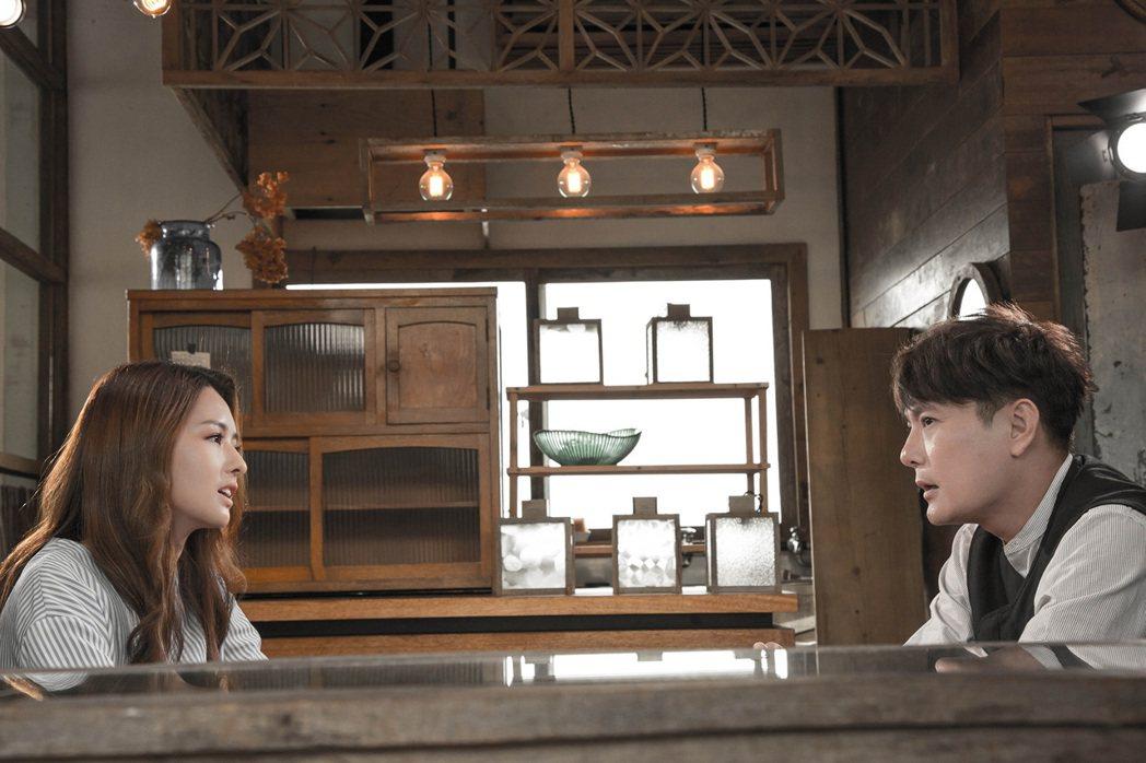 張信哲MV還到日本取景,與陳語安對戲。圖/潮水音樂提供