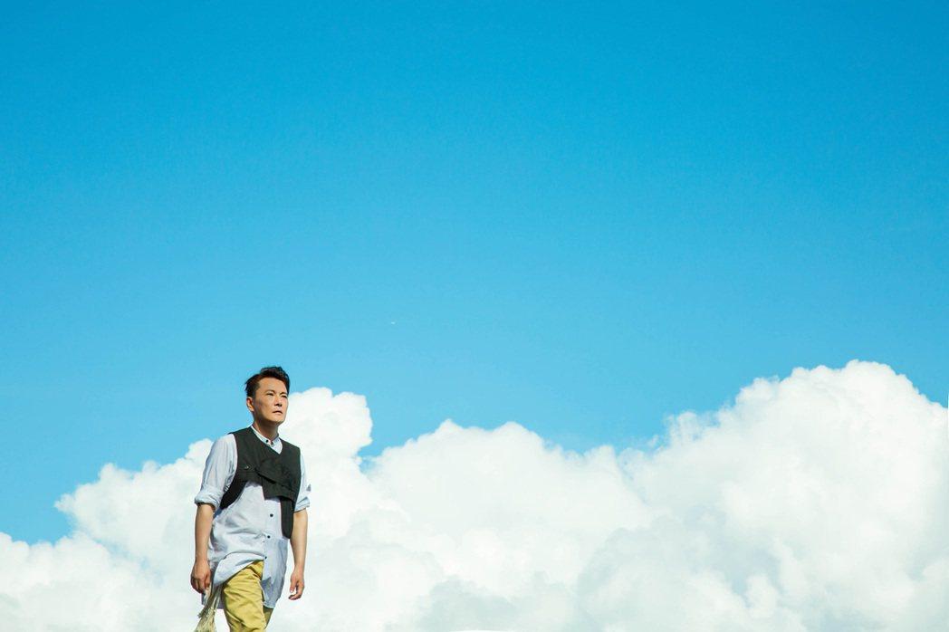 張信哲MV還到沖繩取景。圖/潮水音樂提供