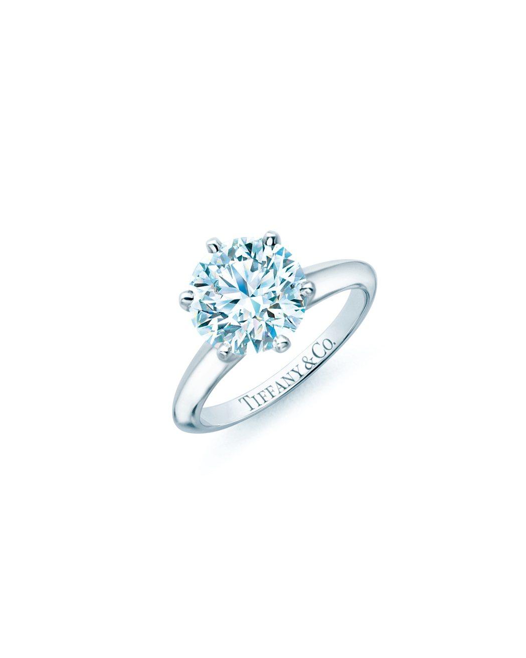 The Tiffany  Setting 鉑金六爪鑲嵌鑽石戒指,價格店洽。圖/T...