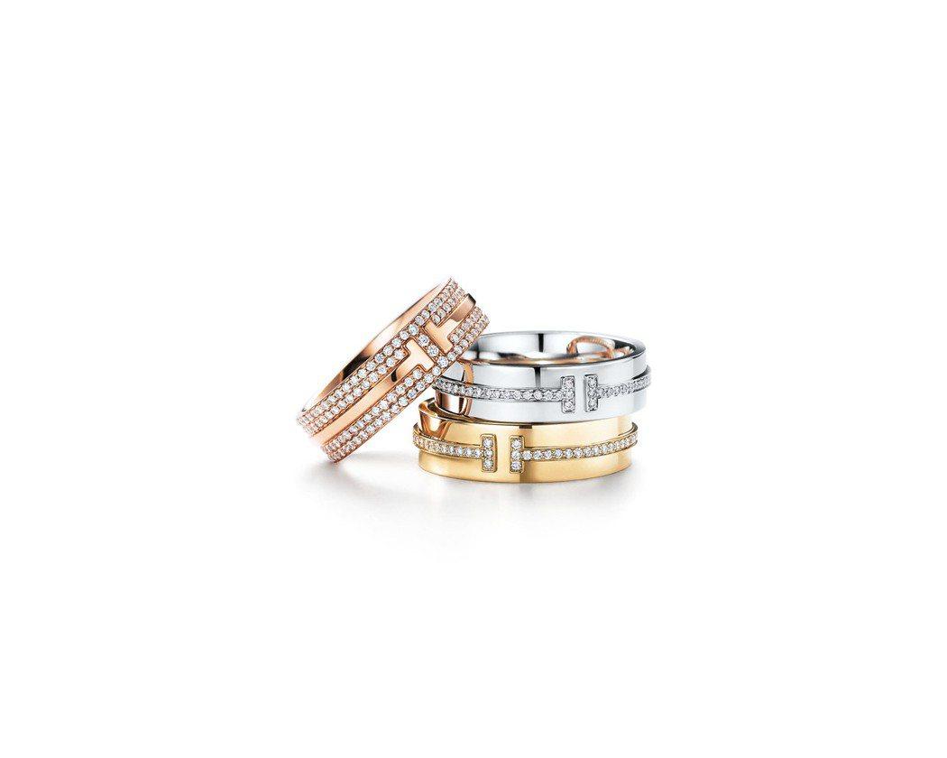 (由上至下) Tiffany T Two 18K玫瑰金鋪鑲鑽石戒指26萬4,00...