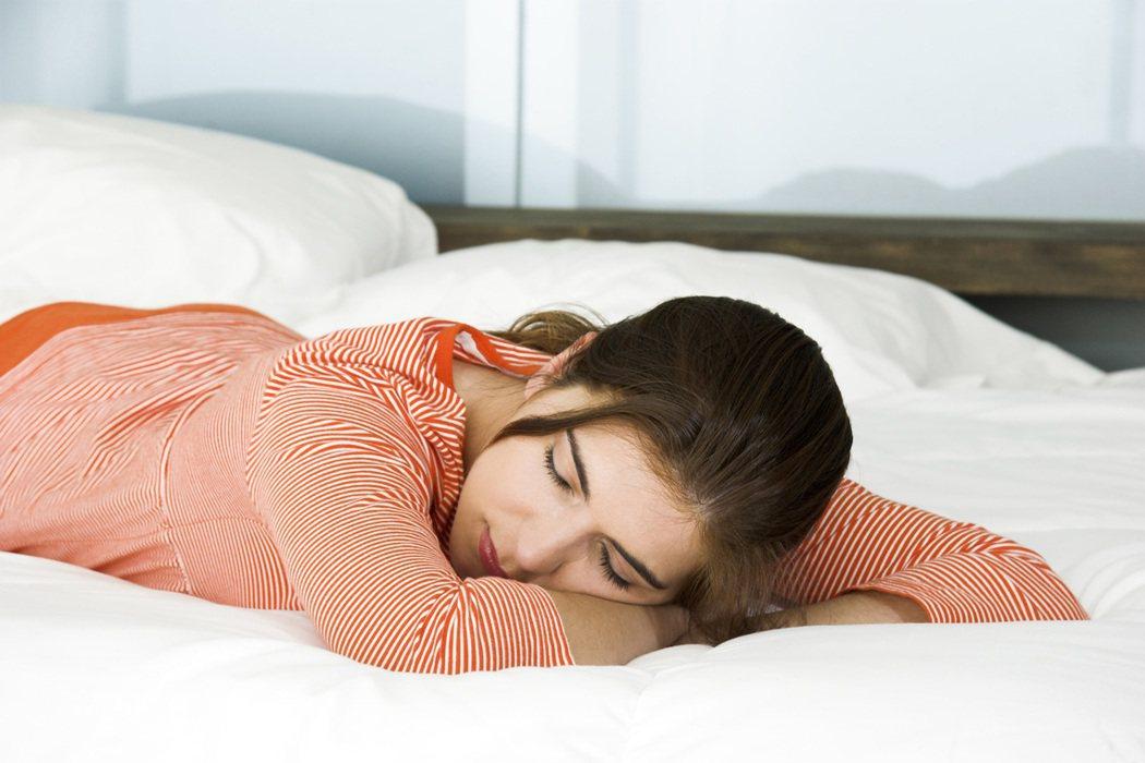 醫生指出,分段式睡眠易破壞睡眠品質。圖/ingimage