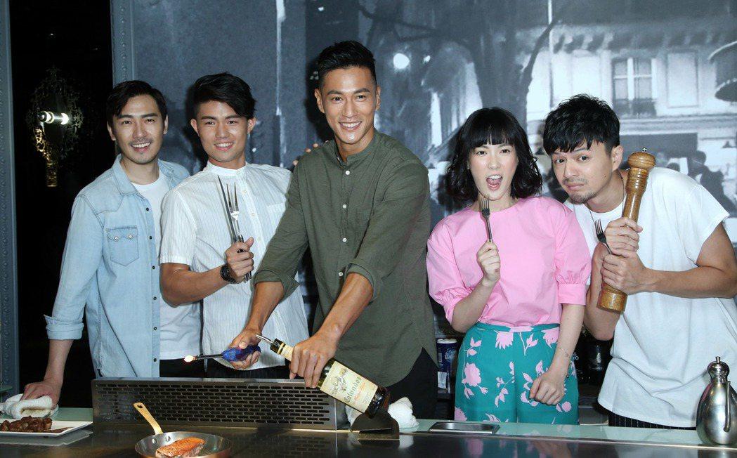 演員李至正(左起)、張耀仁、鍾承翰、孫可芳、江常輝為新戲宣傳。記者陳瑞源/攝影
