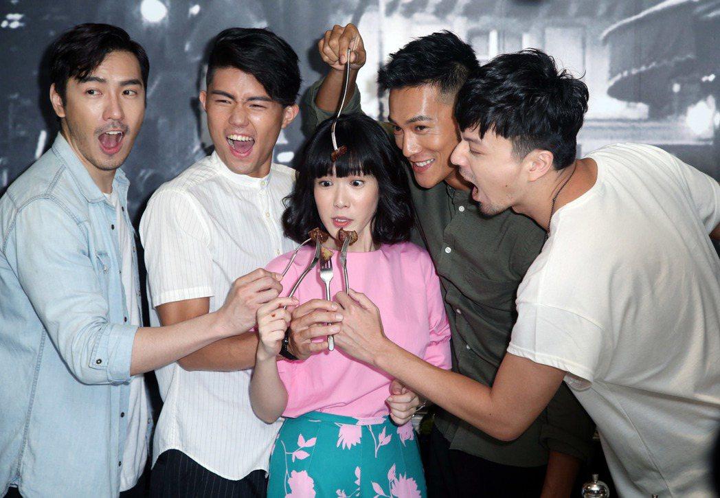 演員李至正(左起)、張耀仁、孫可芳、鍾承翰、江常輝為新戲宣傳。記者陳瑞源/攝影