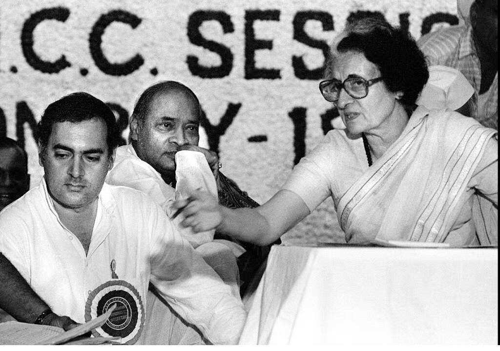 甘地夫人(右)領導的印度國大黨政府採取嚴控公民自由、強化政府權威的做法,第一代F...