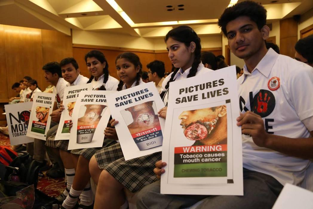 長期與政府合作的「印度公共衛生基金會」,也因為反對執政黨的菸草政策,而旋即遭到內...
