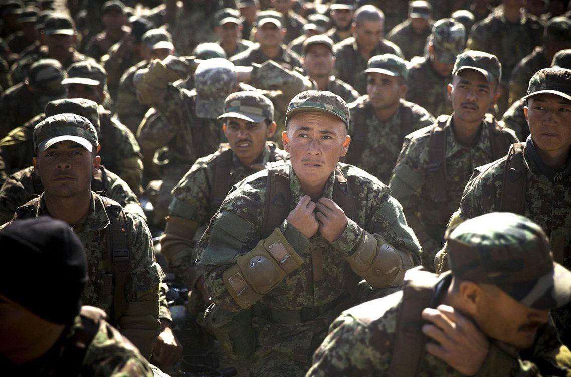 阿富汗的「荒謬迷彩」:讓馬蒂斯臉色鐵青的美援軍服採購案。 圖/美聯社