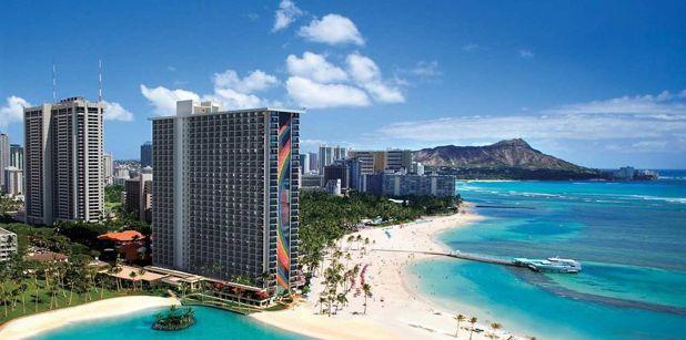 夏威夷威基基海灘希爾頓度假村鄰近 威基基海灘。圖/KAYAK提供