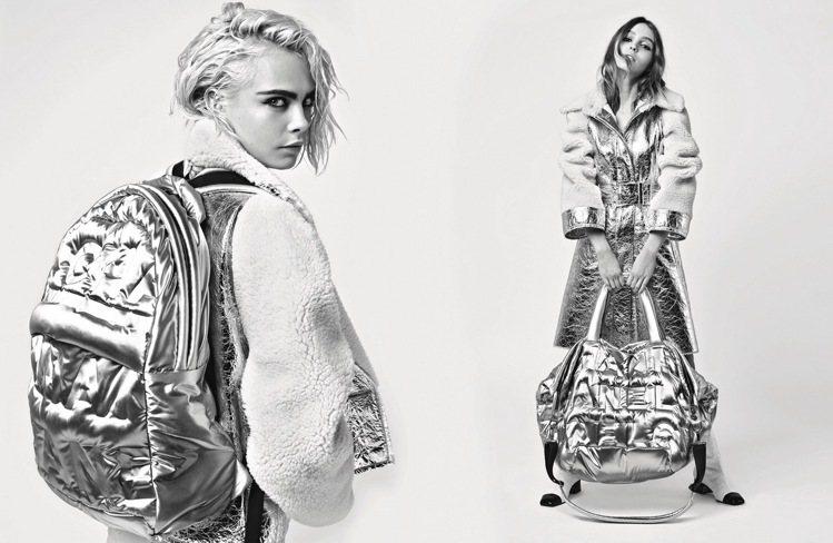 後背包和大尺寸銀色尼龍浮突繡字托特包也很符合太空人的服裝風格。圖/香奈兒提供