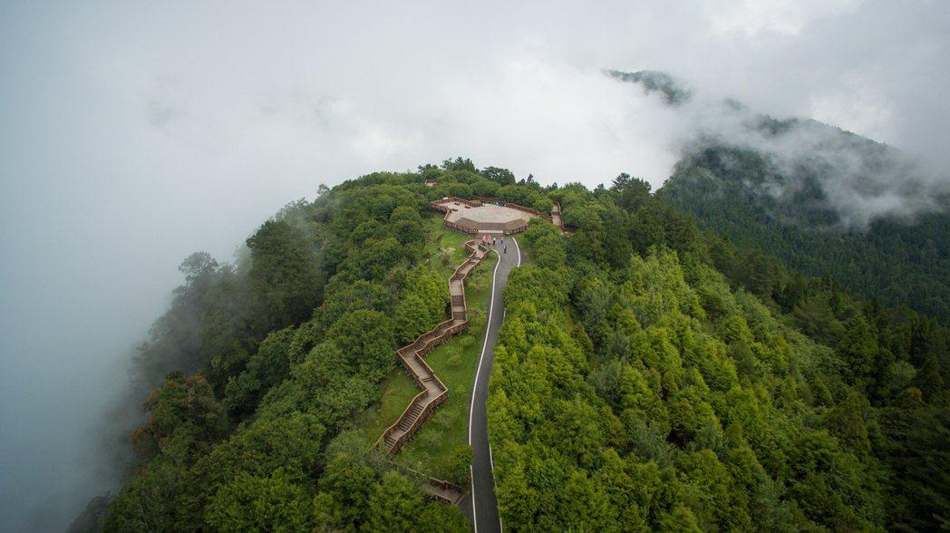 祝山站附近可360度觀景的小笠原山,也是觀星的好地方。 圖/賴國華提供