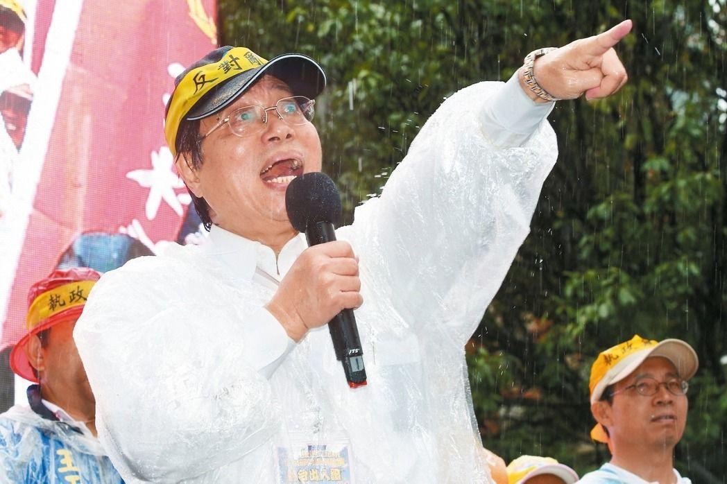 不滿國民黨年金改革表現,全國公務人員協會理事長李來希表示,不排除成立政黨,並派人...