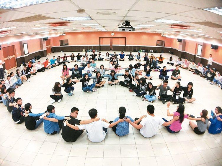 全體學員在四天的成長營中,學習團隊合作並培養良好默契與情誼。 圖/新光人壽提供