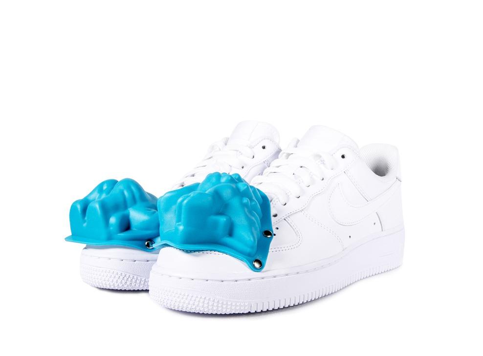 CDG Homme Plus × Nike Air Force 1白色藍恐龍模具運動鞋,15,500元。