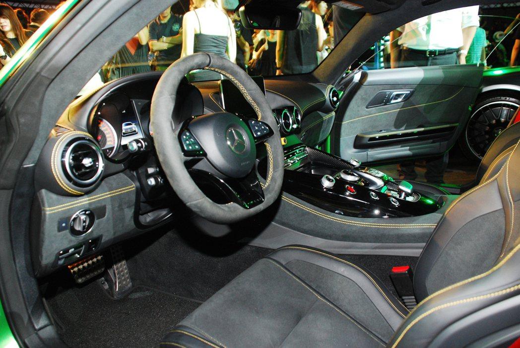 Mercedes-AMG GT R內裝。記者林昱丞/攝影