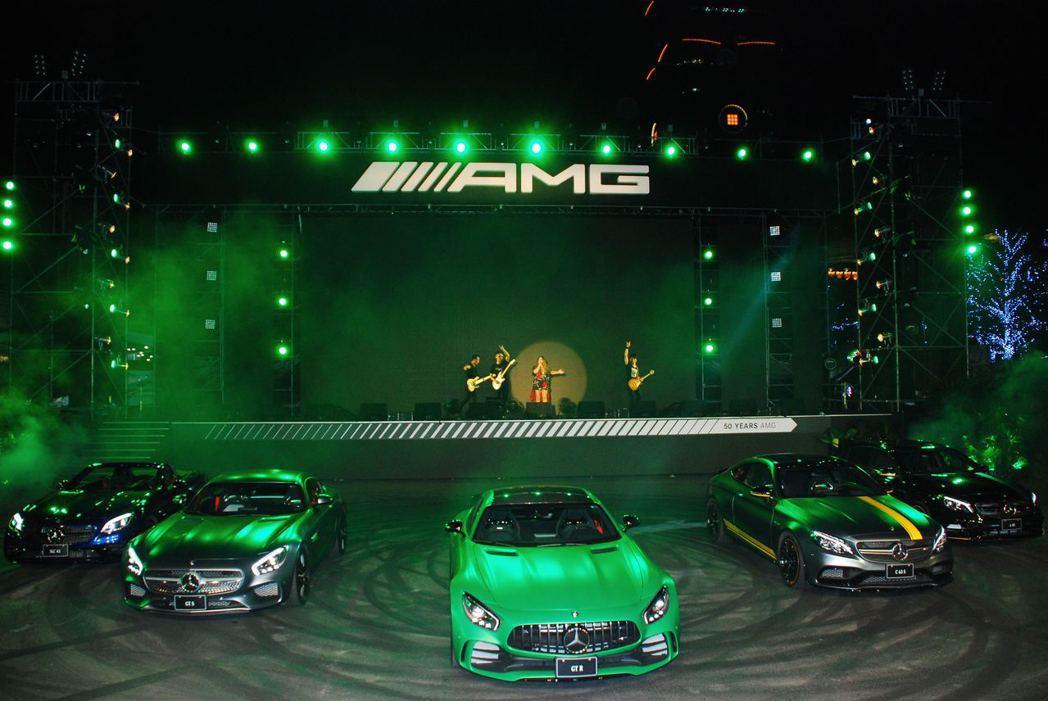 Mercedes-AMG家族車款與歌后張惠妹。記者林昱丞/攝影