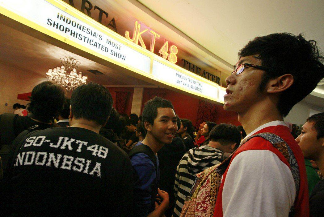就JKT48的經驗來看,2014年首度舉行總選舉,前三名的票數相加約有4萬1千,...