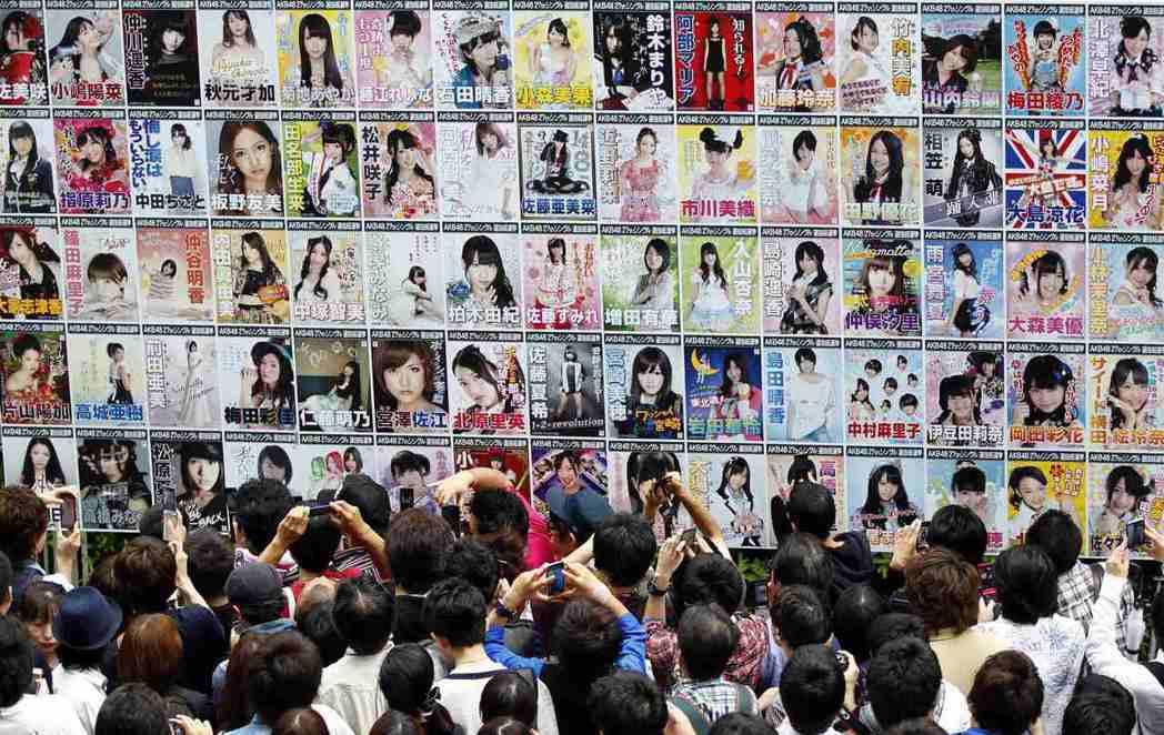 日本之所以開放市場、迎戰全球化與自由化,其自信來自於經濟民族主義。圖為AKB48...