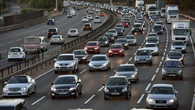 英國政府宣布2040年將停售汽柴油車。 摘自BBC