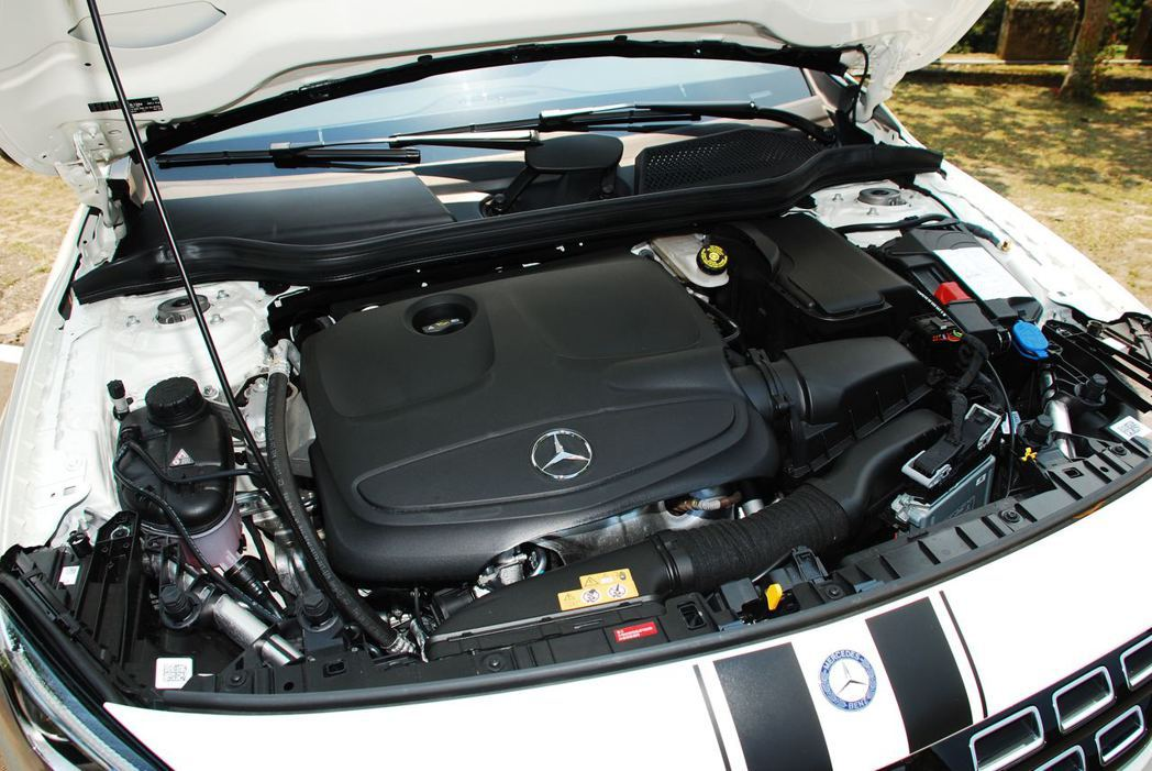 Mercedes-Benz GLA200採用直列四缸渦輪增壓引擎,可輸出156h...